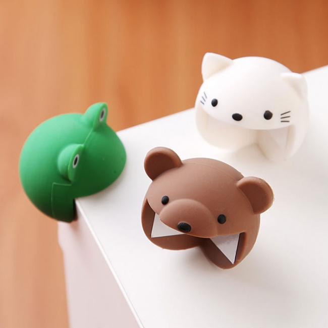 17631160-R3L8T8D-650-table-corner-protection-funny-animals-corner-guard-cushions-1